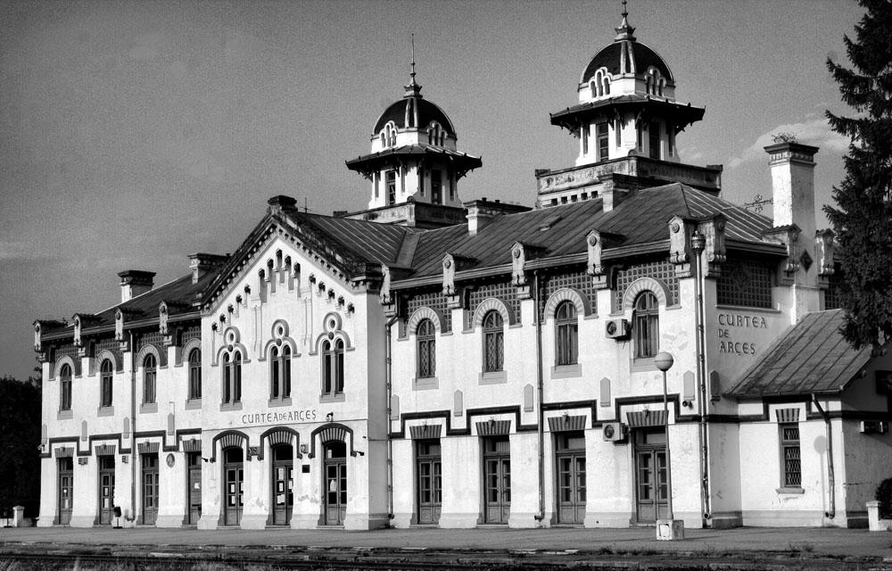 gara Curtea de Arges | wikipedia (2012)