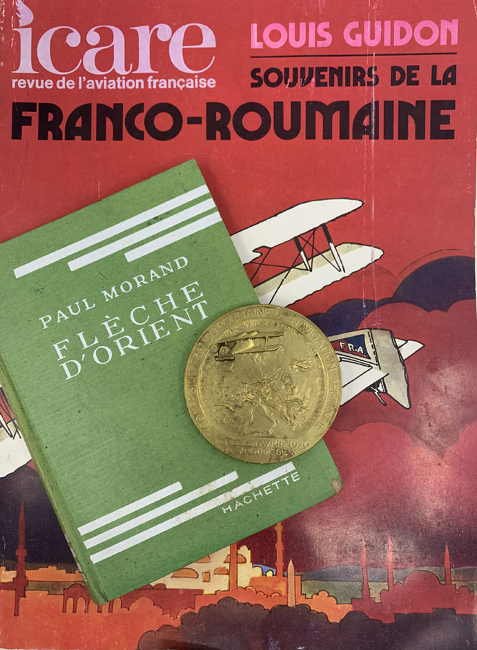"Revista Icare (1975) - volum Paul Morand ""Fleche d'Orient"" (1932) - medalie CFRNA (1922) - colectia Ion Schiau"