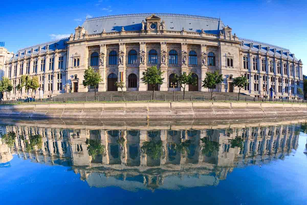 Palatul de Justitie (renovat) | Bucuresti (2011) sursa: wikipedia