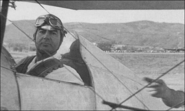 Bazu Cantacuzino si Bu-133  | (foto credit: Aeromagazin dupa colectia A. de Mostoles)