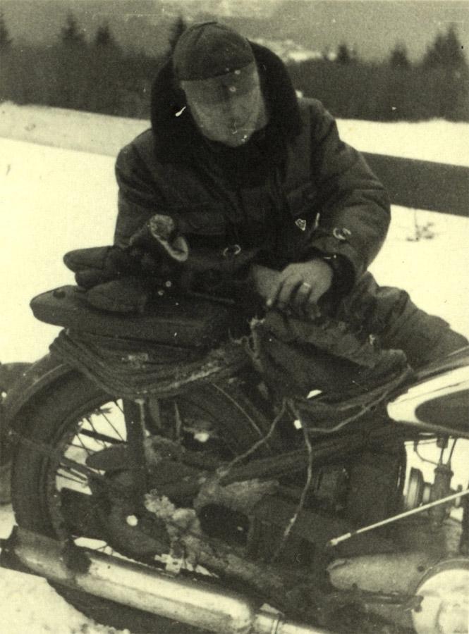 Alexandru Frim si motocicleta sa - imagine prin amabilitatea lui Horia Stoica