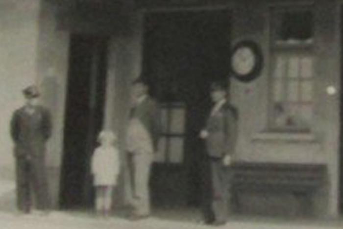 Ploiesti Vest | gara in anii '930 / ceas Paul Garnier