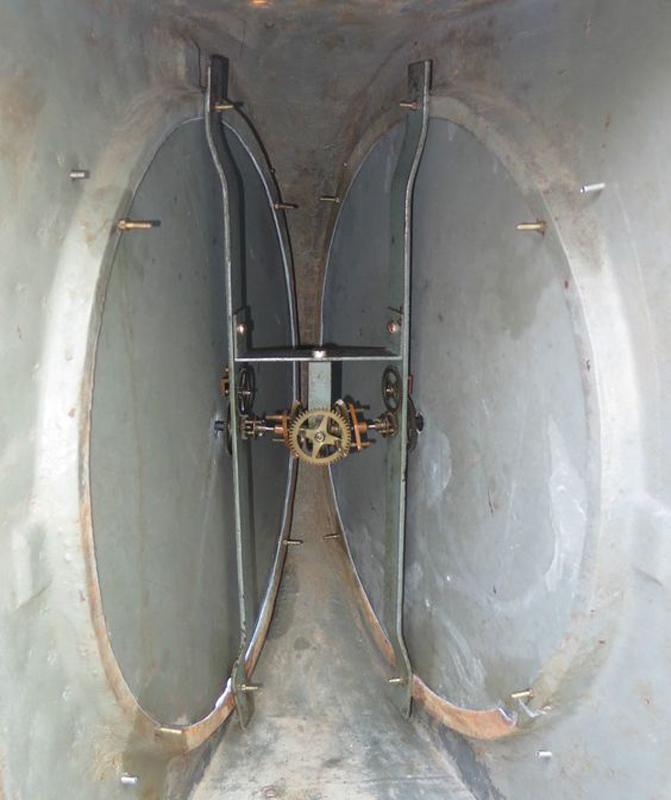 interior carcasa ceas gara Paul Garnier