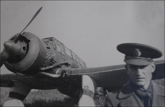 Nicolae Soaita | pe front (in spate PZL-23 Karas)